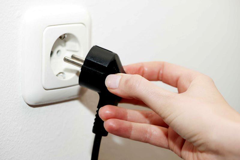 Микроволновку стоит отключить от сети