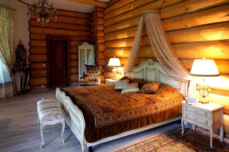 В деревянном доме изначально красивые стены