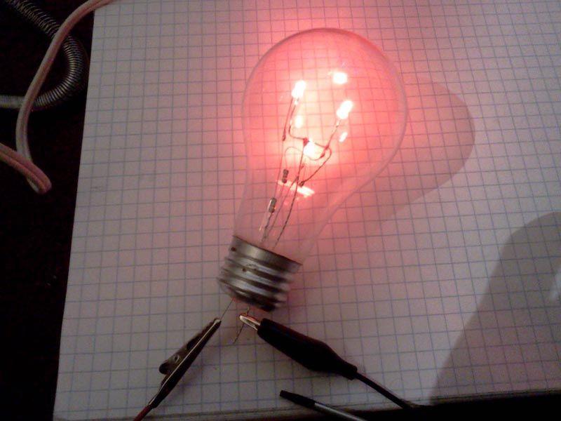 Самый простой вариант – использовать старую лампу накаливания