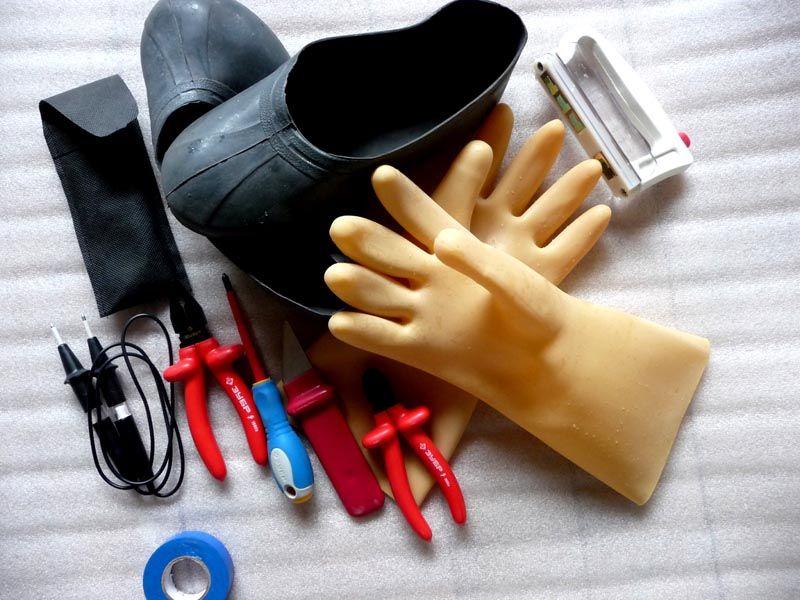 Используйте защитные перчатки и будьте предельно осторожны
