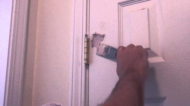 интервал чем замазать в двери дырку после