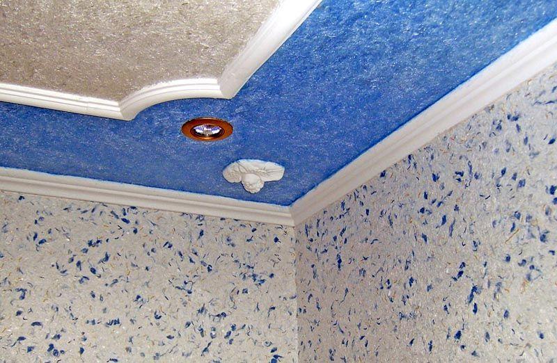 Потолок с комбинированными поверхностями смотрится эффектно