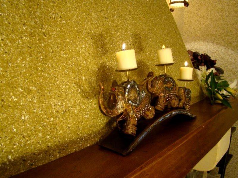 Золотистый декор для блестящих интерьеров