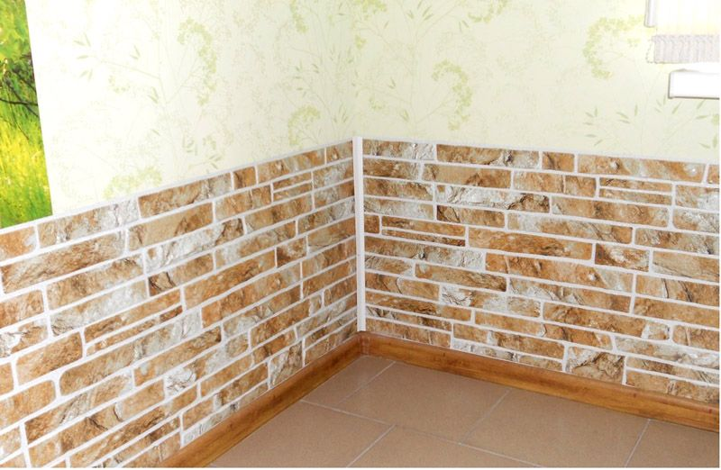 Применение листовых панелей для отделки нижней части стены