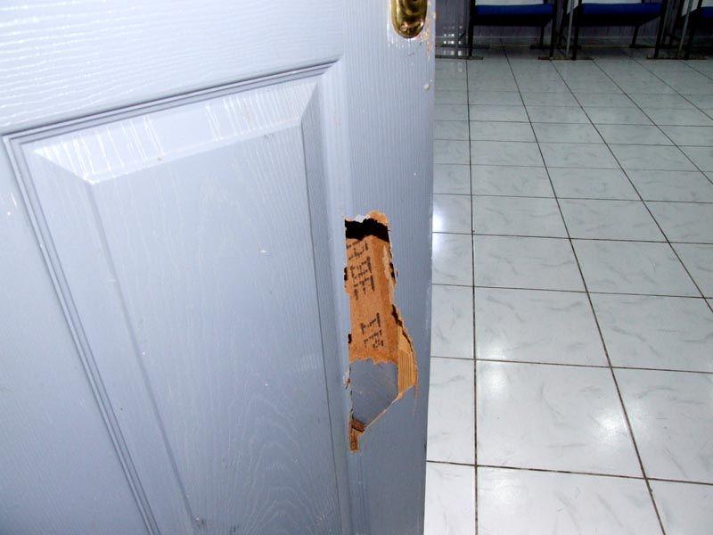 Дыра в двери, и что с ней делать?