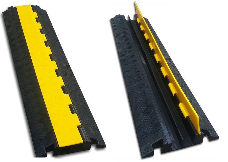 Такие изделия устанавливают в проездах. Они способны выдержать нагрузку более 1,5 т. Поворотная часть упрощает осмотр, ремонтные работы