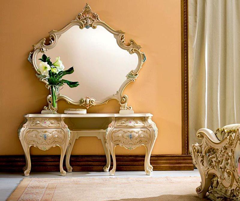 Дизайн выбранного зеркала должен вписываться в окружающую обстановку