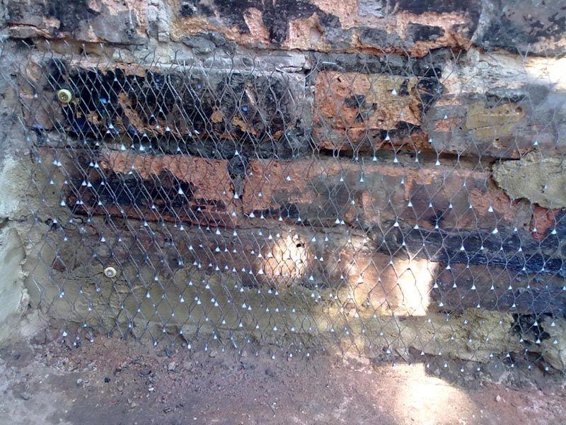 Старый фундамент – армирован и готов к оштукатуриванию