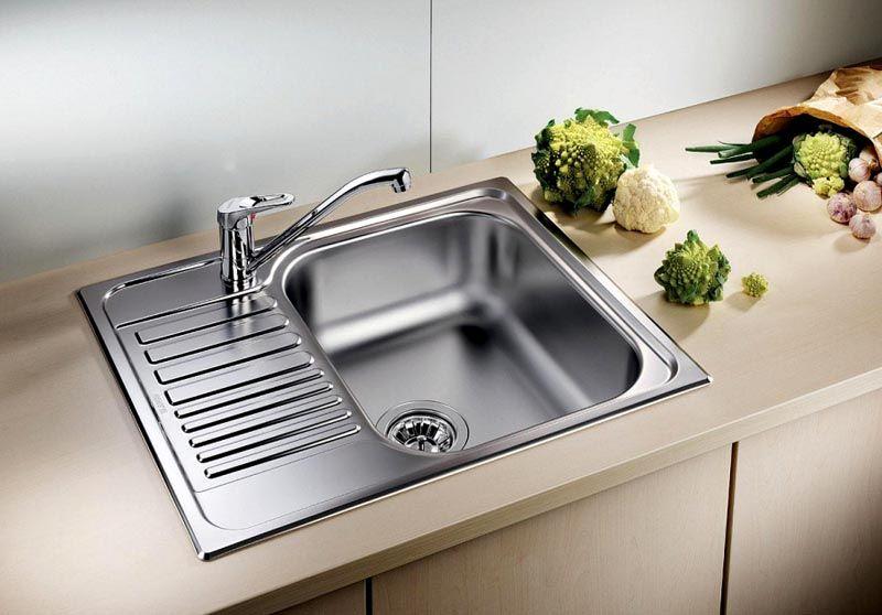 Накладная раковина для кухни обеспечивает надежную защиту основания от влаги, случайных повреждений при неосторожном обращении