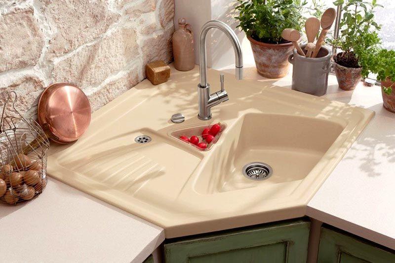 Накладная мойка угловая на кухню должна в точности соответствовать размерам, либо немного выступать (на 4-8 мм) за габариты мебели