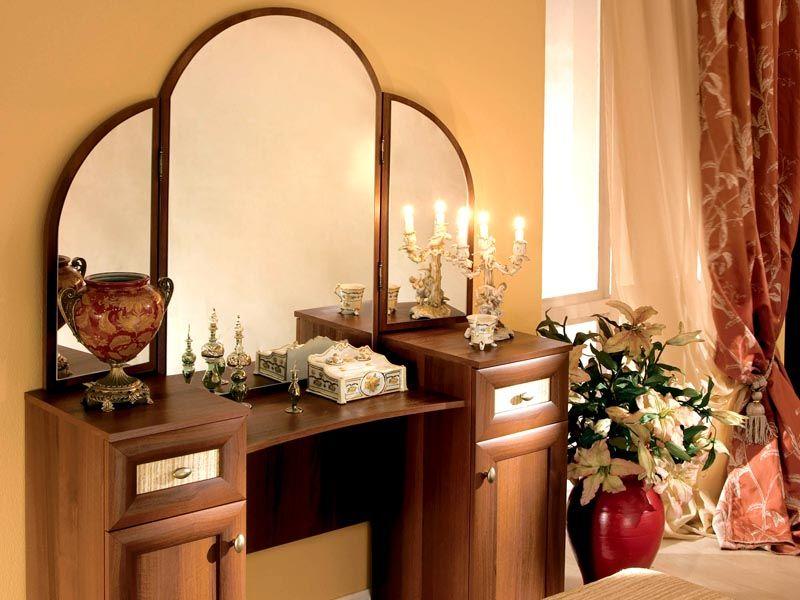 Для просторного помещения можно выбрать красивый вариант из дорогих материалов