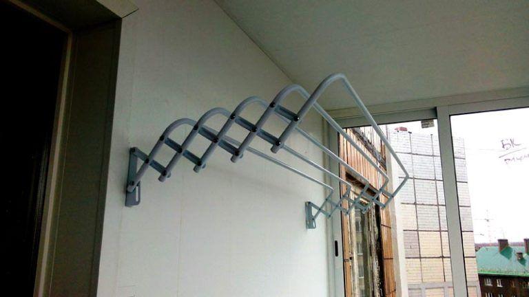 Потолочная сушилка для белья на балкон: выбор и изготовление.