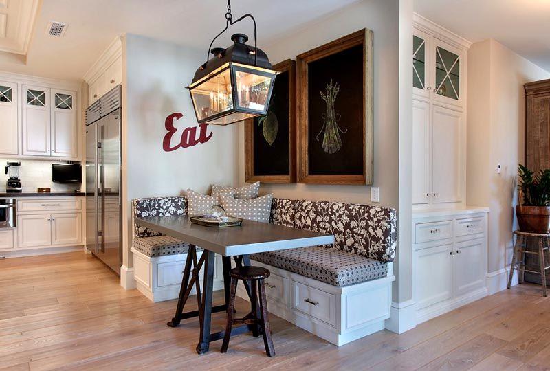 При выборе мебели большое значение имеет и окружающая обстановка