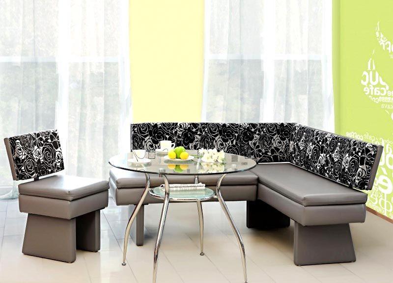 Настоящим украшением обеденной зоны может стать комбинированный вариант из стекла, кожи и ткани