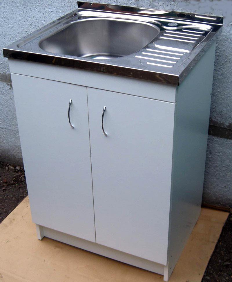Габариты накладной мойки для кухни с тумбой подбирают как можно точнее, в соответствии с параметрами мебели