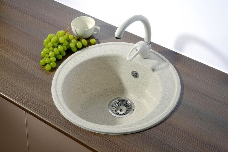 Круглая раковина для кухни не занимает много места. Ее проще, чем квадратную, очищать от загрязнений