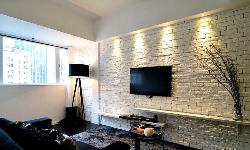 Белую плитку под кирпич в интерьере этого помещения можно использовать в качестве уместного фона для бытовой электронной аппаратуры, декоративных украшений