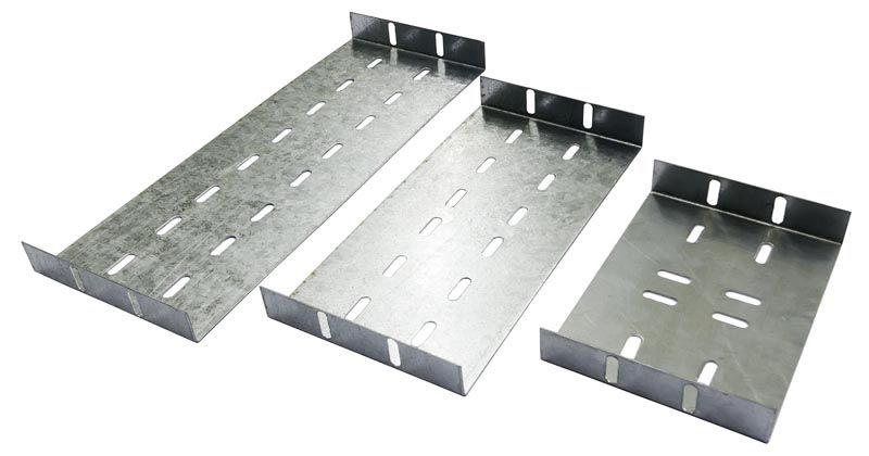 Перфорация металлических коробов для электропроводки упрощает надежное закрепление на разных поверхностях