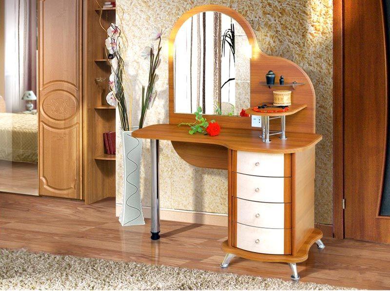 Оригинальная композиция с вместительной тумбой и местом для ног. Небольшие дополнительные полочки можно использовать для шкатулок и красивых сувениров