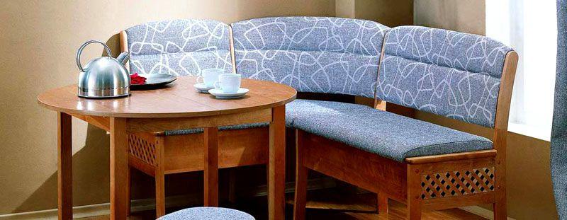 Функциональный гарнитур икеа оснащен раскладным столом и вместительным диванчиком