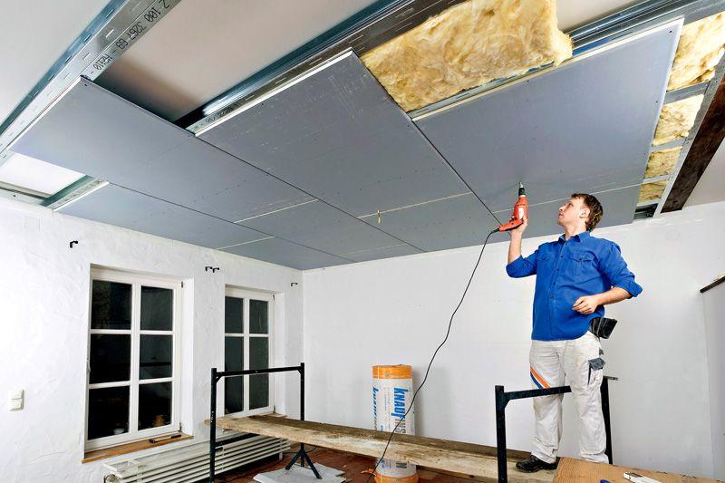 Обычный гипсокартон можно монтировать на потолок в одиночку