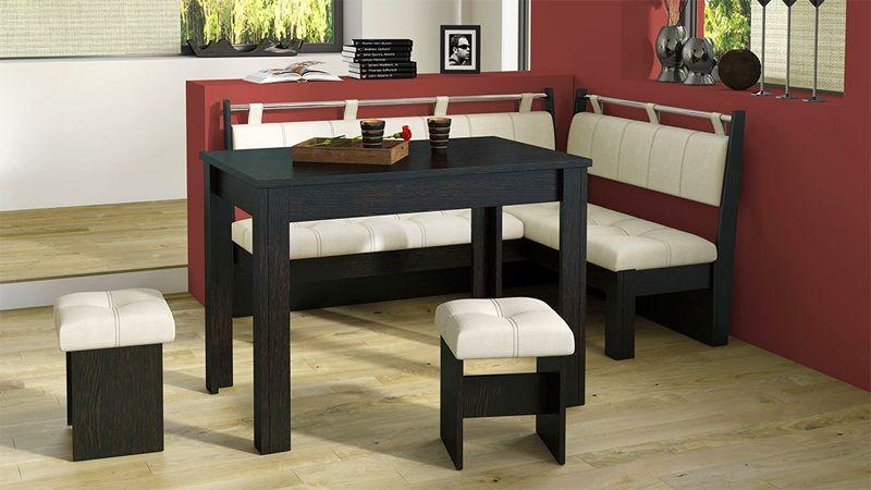 Комбинированный вариант состоит из мягких сидений и стола из натуральной древесины