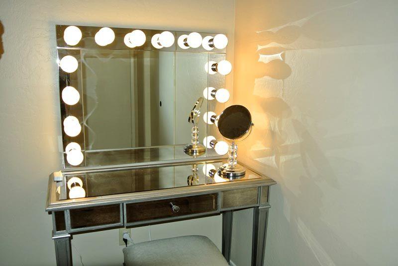 Подсветка из множества светильников позволит выполнить качественный макияж
