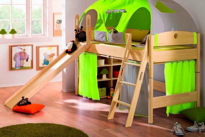 Игровой вариант с палаткой и горкой станет достойным решением для детской комнаты