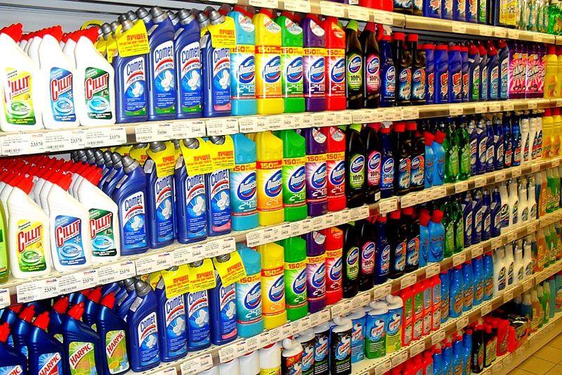 В торговой сети предлагают всевозможные химические средства для очистки слива