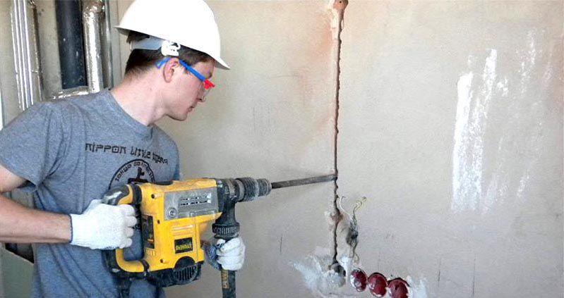 Штробление бетонной стены