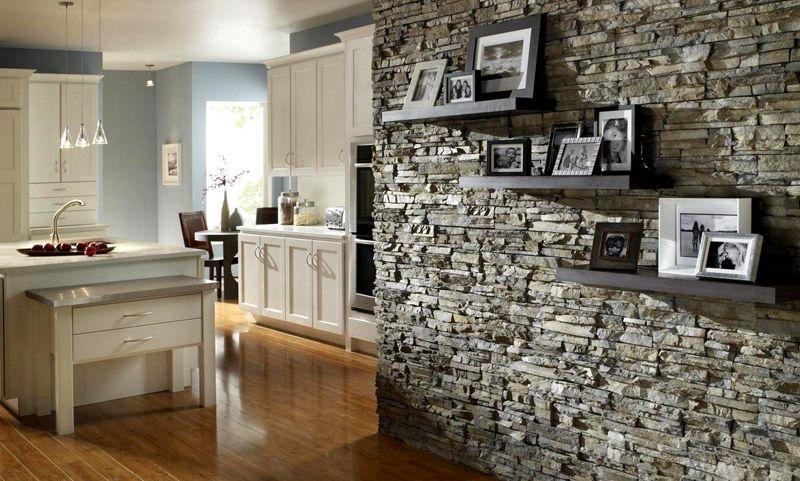 Гипсовый камень для внутренней отделки кухни как способ зонирования
