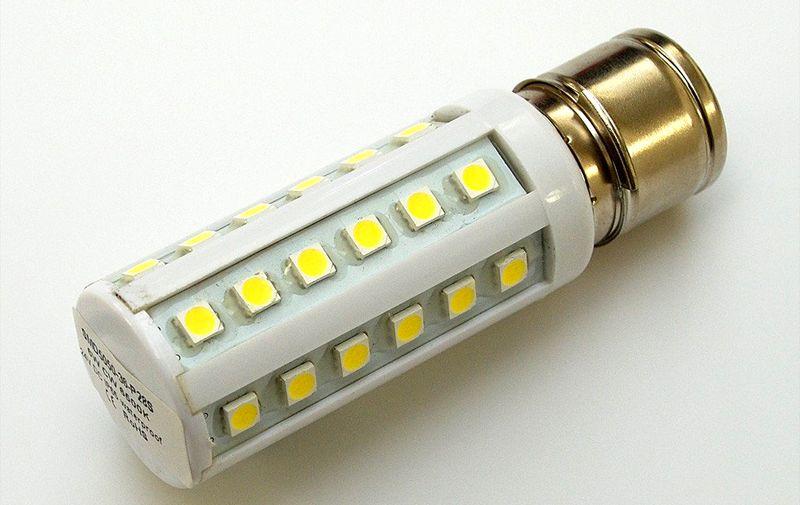 Из этих компонентов были созданы первые «кукурузы», которые полноценно заменяли традиционные лампы накаливания мощностью 80-100 Вт