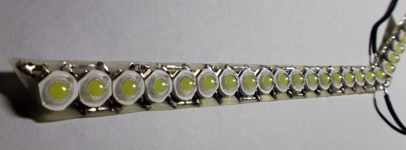 Такую линейку можно собрать из светодиодов 3Вт. Характеристики современных приборов подойдут для создания надежных и эффективных дневных ходовых огней транспортного средства