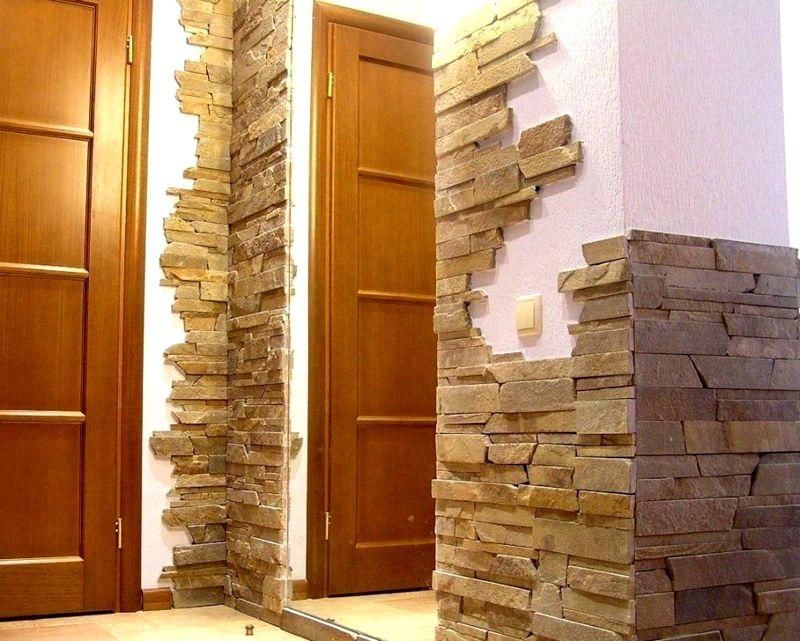 Имитация колотого камня – создается ощущение, что края элементов отбиты