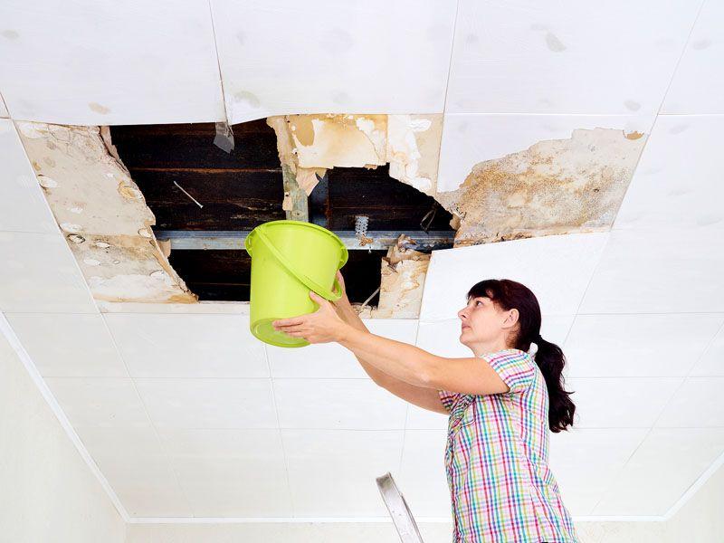 А вот потолки из гипсокартона потоп не переносят – материал моментально впитывает воду и разрушается