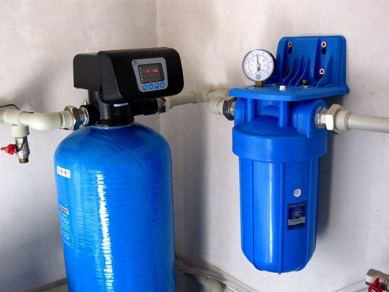 Ионообменные устройства подготавливают питьевую воду к употреблению, удаляя не только соли, но и другие виды загрязнений