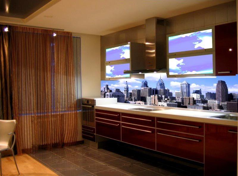 Специалисты рекомендуют применять для кухни закаленное стекло – это безопасно и долговечно