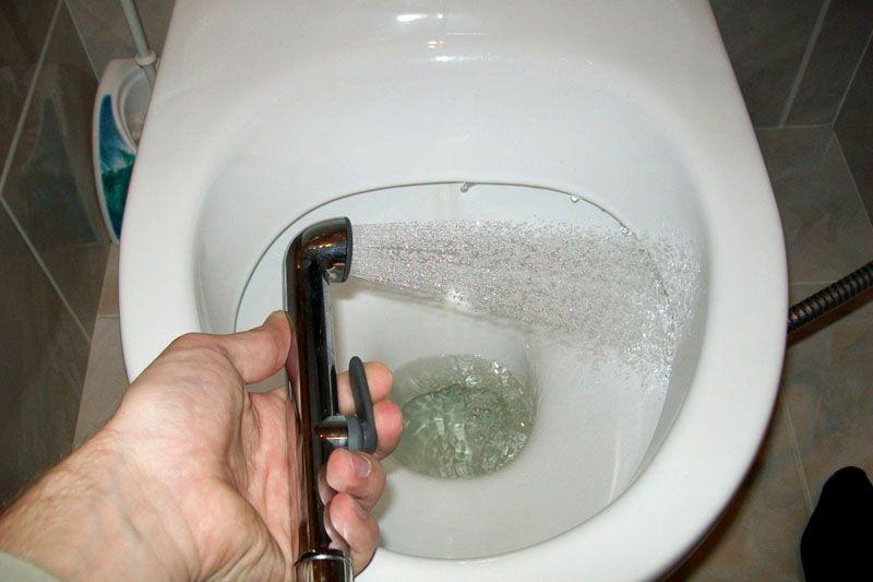 Следить за чистотой унитаза и раковины становится довольно легко