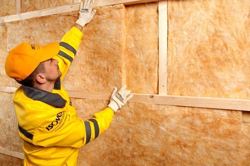 Волоконный утеплитель для стен дома снаружи можно устанавливать в несколько слоев, пока не получится необходимая толщина изоляции
