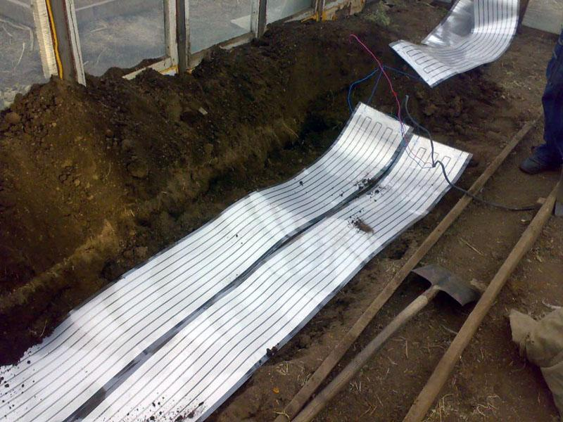 Устойчивость к механическим воздействиям и влажности у некоторых марок ПЛЭН панелей достаточно высока, чтобы они использовались для подогрева грунта теплиц