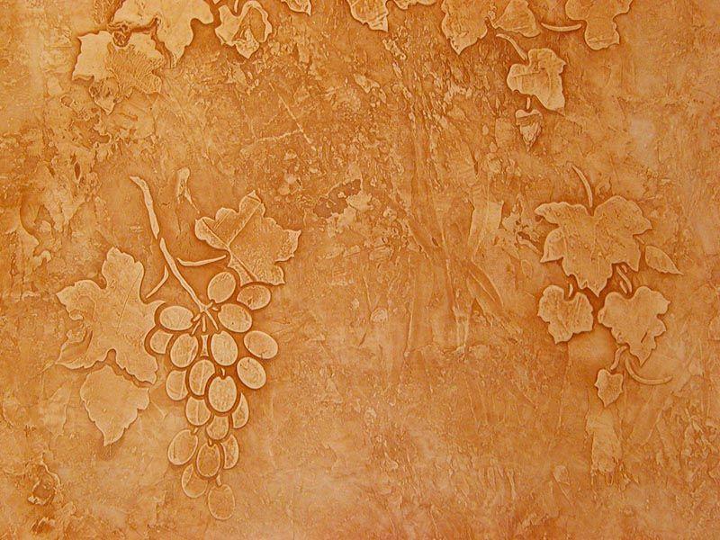 Хороший мастер может выполнить при помощи венецианской штукатурки рельефные рисунки на декорируемой поверхности