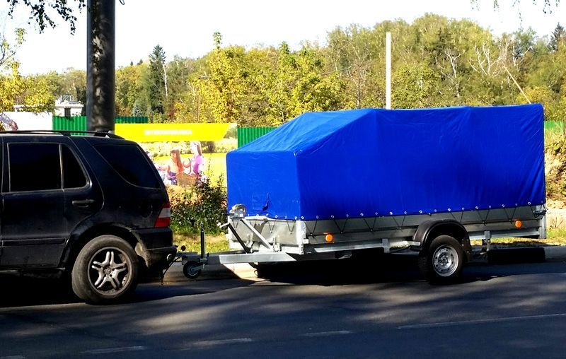 Для самостоятельной перевозки легких, но крупных грузов, можно арендовать автомобильный прицеп