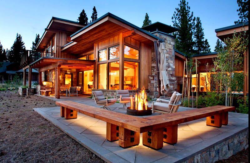 Дом из комбинированных материалов с панорамными окнами