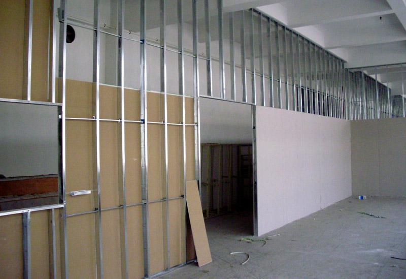 Таким образом можно монтировать достаточно большие стены