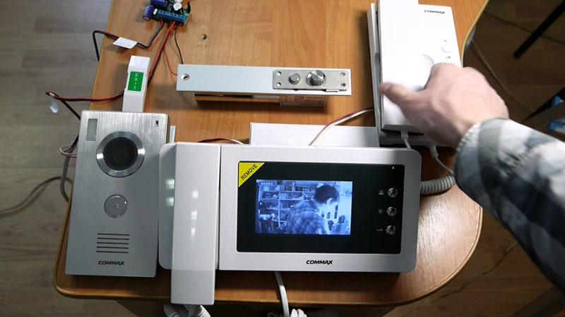 Commax CDV-43N – современное решение для частного дома