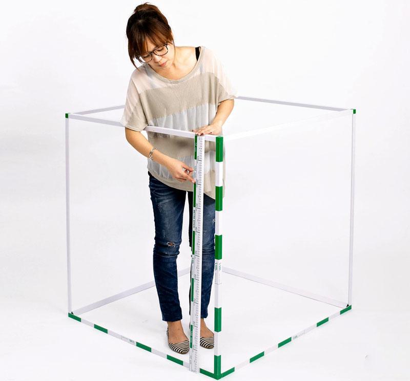 Куб со сторонами по метру занимает кубический метр