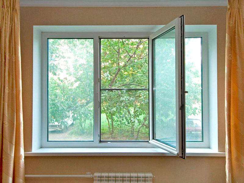 Окно не стоит долго держать в открытом положении