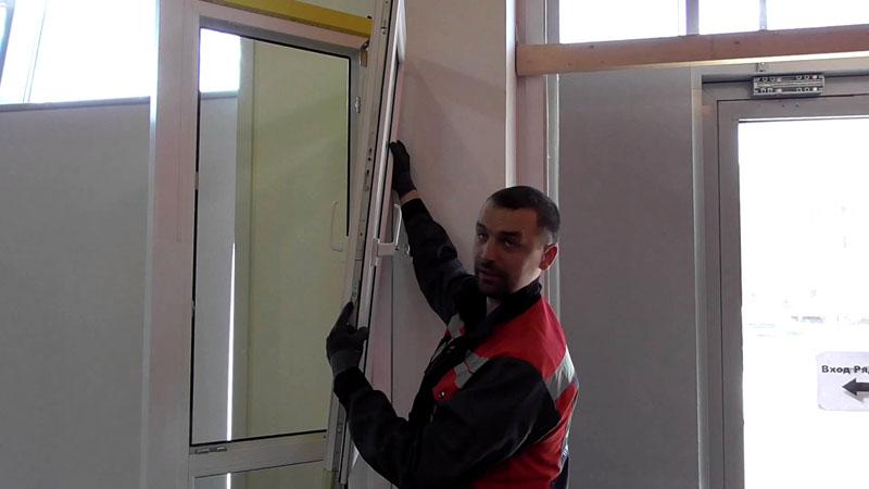 Снимаем створку пластикового окна для ремонта