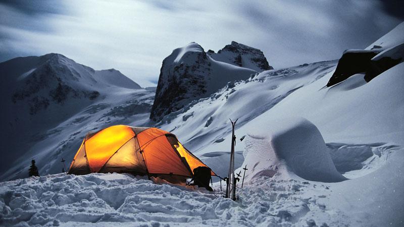 3-х и 4-х сезонные палатки отлично держат тепло, так что нет необходимости приобретать дорогостоящую мощную печку