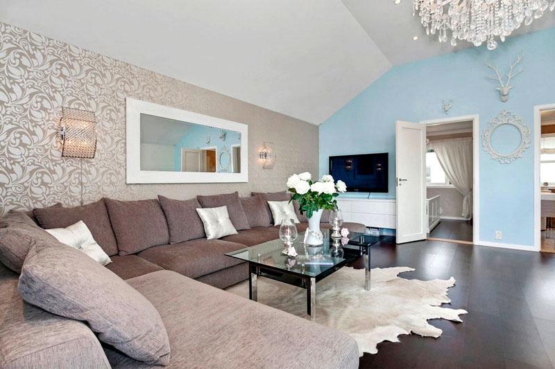 На фото в квартире комбинированные обои в зале светлых тонов